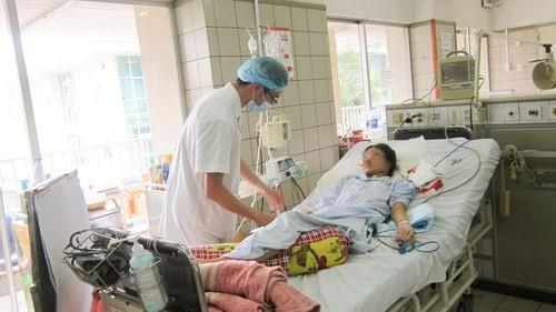 bác sĩ khám ở giai đoạn hồi phục