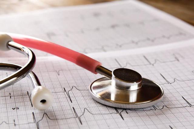 đo huyết áp tại phòng khám