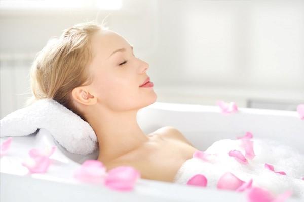Ngâm mình trong bồn tắm nước ấm