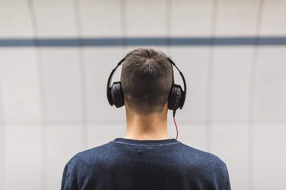 nghe tai nghe tần số quá cao