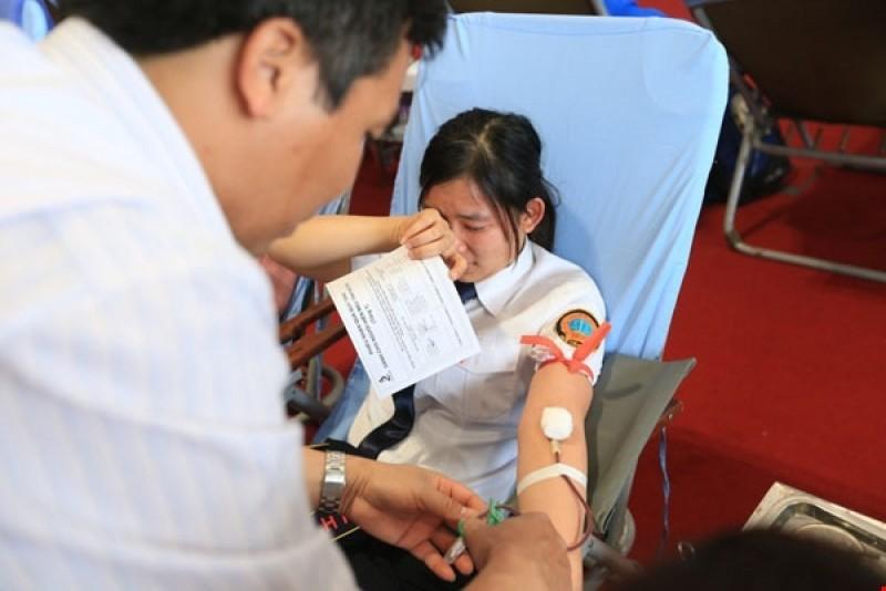 hiến máu