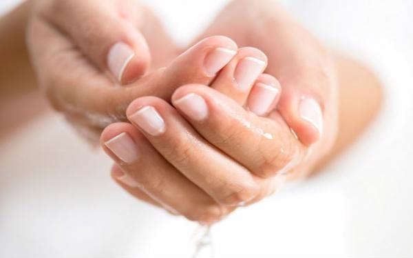 Chân tay lạnh và ra mồ hôi là bệnh gì, có nguy hiểm không?